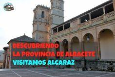 """Hoy nos acercamos a la Sierra de Albacete, donde encontramos uno de los conjuntos artísticos más sobresaliente, Alcaraz, con su impresionante Plaza Mayor renacentista. La ciudad de Alcaraz tiene el título de """"Leal"""" y """"Muy Noble"""", que le otorgo los Reyes Católicos por su apoyo en contra de los designios del marqués de Villena, dueño y señor de estas tierras que estaba a favor de Juana """"La Beltraneja"""". Fruto de este episodio fue destruido el castillo y las murallas de la ciudad para evitar…"""