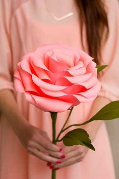giant crepe paper rose by studio DIY Flower Crafts, Diy Flowers, Fabric Flowers, Flower Diy, Large Flowers, Tissue Flowers, Wedding Flowers, Fun Crafts, Diy And Crafts