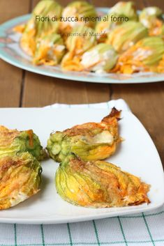 FIORI DI ZUCCA RIPIENI AL FORNO Cena Light, Nutella, Broccoli Bites, Biscotti, Organic Recipes, Ethnic Recipes, Good Food, Yummy Food, Cooking Recipes