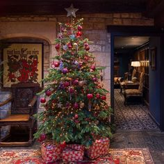 """205 Likes, 4 Comments - The Lygon Arms (@lygoncotswolds) on Instagram: """"It's the most wonderful time of the year!#lygoncotswolds #christmastree #christmas #festival…"""""""