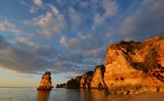 In this guide, I'll share with you the 36 BEST places to visit in Algarve Portugal, as well as travel tips, and even a free map of all the spots! Algarve, Formations Rocheuses, Cornwall Beaches, Day Trips From Lisbon, Free Maps, Desert Island, Beaches In The World, Portugal Travel, Train Travel