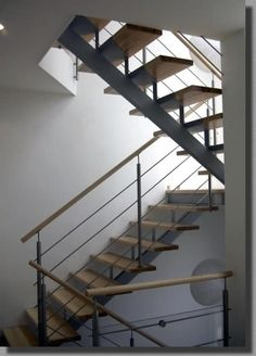 gerne wird die podesttreppe f r h user mit versetzten wohnebenen verwendet treppe wohnen foto. Black Bedroom Furniture Sets. Home Design Ideas