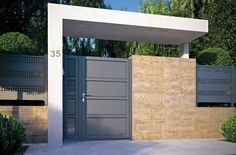 11 designs of porches so that the entrance of your house looks great. Modern and elegant! porches modern looks house great entrance designs House Gate Design, Door Gate Design, Gate House, Fence Design, Front Gates, Entrance Gates, House Entrance, Aluminum Driveway Gates, Tor Design