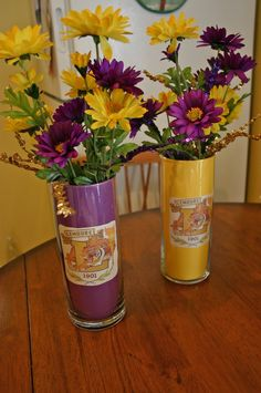 Fun purple and gold centerpiece idea glass vase with colored cardboard covering inside. Could have people send pictures from HS to include in vases School Reunion Decorations, Reunion Centerpieces, Party Centerpieces, Centerpiece Ideas, Easy Decorations, High School Class Reunion, 10 Year Reunion, Class Reunion Ideas, Class Reunion Invitations