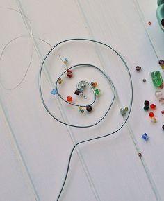 Blumenstecker aus Draht und Perlen selber machen - #aus #Blumenstecker #Draht #machen #Perlen #selber #und
