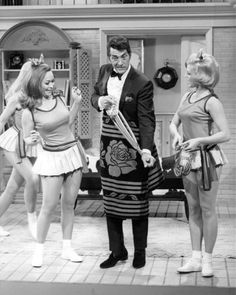 The Dean Martin Show Photo -- undated - web source -MReno Martin King, Dean Martin, Classic Singers, Martin Show, Joey Bishop, Peter Lawford, Late Night Talks, Sammy Davis Jr, Bernadette Peters