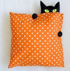 "Kissenhülle ""Wo ist die Katze""? ~ basic square accent pillow in orange/white polka dots w/peeping black cat at corner ~ cute decor for Halloween | from shop CaTsablanca @ DaWanda Deutschland"