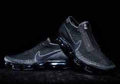 Comme Des Garcons x Nike VaporMax. The Comme Des Garcons x Nike VaporMax comes in Black or White to release early Nike Waffle Racer, Nike Outfits, Basket Noir, Rei Kawakubo, Sneaker Magazine, Silhouette, Comme Des Garcons, Nike Air Vapormax, Casual Boots