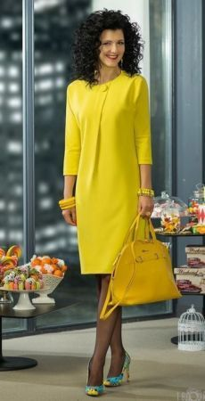 Fabulous yellow dress to brighten up even the dreariest of days. Trendy Dresses, Short Dresses, Dresses For Work, Jw Mode, Dress Outfits, Fashion Dresses, Modest Fashion, Yellow Dress, Classy Outfits