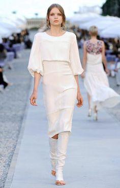 Vestido blanco con mangas amplias tres cuartos ajustadas al codo 0 personas lo aman, 0 lo odian, ¿y tú?