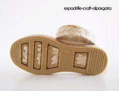 Made in Spain espadrille soles for your crochet, knitting, sewing, leather projects and much more. Ideal for making slippers, flip flops, sandals, boots and the sky is the limit. -Made of jute fibre and lined with a rubber layer in the outsole for longer duration. -They have a 1 cms heel -Soft, natural, comfortable, sturdy. -Kids Sizes available under this listing: from 17 to 33 European (adult sizes in other listings in my shop) - please specify the size you want in ´message to seller´…