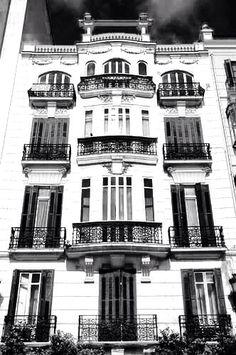 Edificio de principios del siglo XX situado en Cortina del Muelle.