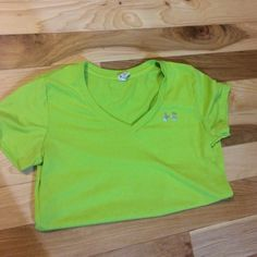 Green Heat Gear Under Armour Tee Only worn once. I'm not a huge fan of this color on me. In great shape! Smoke free home. Under Armour Tops Tees - Short Sleeve