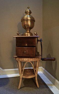 Toonbank koffiemolen uit Brussel J .Van Couteren 1850 -Les moulins de comptoir Bruxellois ; Van Couteren 1850