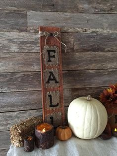 196 Best Wood Pallet Signs and Rustic Home Decor by Country Clutter Primitive Fall Decor - Ahtapot Home Decoration Burlap Fall Decor, Country Fall Decor, Rustic Fall Decor, Fall Home Decor, Autumn Home, Country Crafts, Fall Wood Crafts, Primitive Fall Crafts, Pallet Crafts