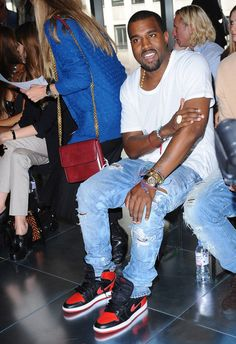 Official. Kanye West wearing Air Jordan 1 « Bred »
