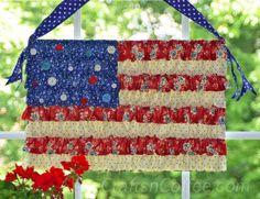 Tutorial to make this Vintage Ruffled Flag. #PatrioticCrafts #FlagCrafts
