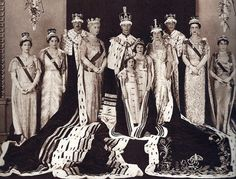 1937 ~ Official Coronation of King George VI (aka Albert or Bertie). The Royal Family pose in full robes & crowns. The future Queen Elizabeth II & Princess Margaret are in front of their parents. Queen Mother, Queen Mary, Queen Elizabeth Ii, Margaret Rose, Buckingham Palace, Gloucester, Her Majesty The Queen, British Royal Families, English Royalty