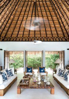 Construida en la isla Cholón, su lugar privilegiado le permite buscar la frescura de la brisa. Interiorismo: Gustavo Pinto, Arquitectura: Sergio Castaño.