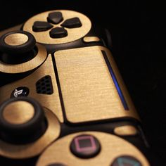 PS4 Controller - Brushed Gold Skin Xbox, Playstation Games, Bebidas Jack Daniels, Video Game Symbols, Ps4 Game Console, Ps Wallpaper, Gamer Tags, Gold Skin, Best Gaming Wallpapers
