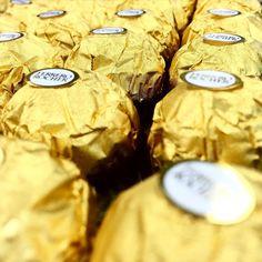 Ferrero Rochers for days #edibleblooms #ferrerorochers #chocolate #gold