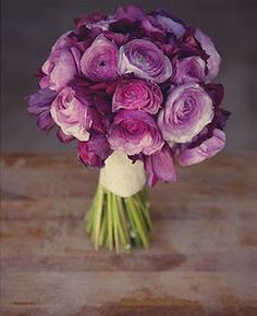 pretty sure ive already pinned this but this is my bouquet inspiration. lovee ranunclus and the diff shades of purple.