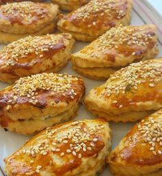 Homemade donut recipe with dill - Dill pastry🌺 1 pack of margarine or 250 g butter 1 cup of oil 2 eggs (for yolk into white) 4 tab - Dill Recipes, Donut Recipes, Pastry Recipes, Yummy Recipes, Dill Soup Recipe, Pogaca Recipe, Homemade Donuts, Homemade Recipe, Homemade Pasta