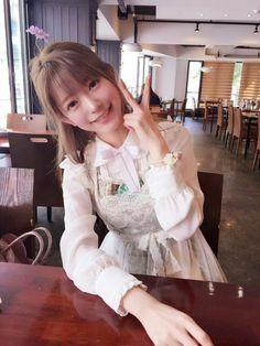 머리 위의 꽃이 부럽당 (출처 : weibo)