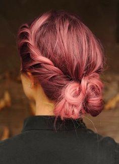 Altın Işıltısını Tarzına Yansıtmak İsteyen Kadınlara Özel Trend: Rose Gold Saçlar