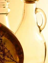Copper and brass pans are desirable cooking tools; but they require some extra looking after above and beyond a cursory scrub. Cleaning Copper, Green Cleaning, Diy Products, Diy Cleaning Products, Cleaning Vinegar, Eco Friendly Cleaners, Copper Cleaner, How To Clean Copper, Reloading Equipment