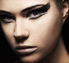 I'm in love with this feathered look! Black Swan was such an inspiration :)