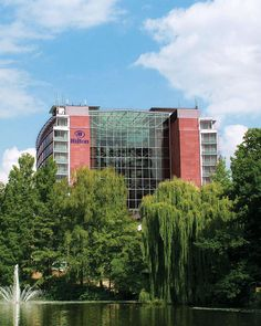 Hilton Frankfurt is located in the heart of Frankfurt right next to a beautiful park and just minutes away from all main attractions, including the Alte Oper and the Städel Museum.