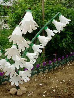 Plastic Bottle Planter, Reuse Plastic Bottles, Plastic Bottle Flowers, Plastic Bottle Crafts, Recycled Bottles, Diy Home Crafts, Garden Crafts, Garden Projects, Water Bottle Crafts