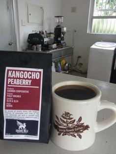入国遅れていましたが  イギリスからようやく最新のコーヒー届きました    ケニア Kangocho ピーベリー  SL28種、SL34種 fully washed    プラムやミドルな重さのベリー系の風味★  ジューシーで甘いです♪
