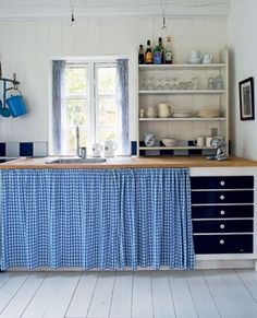 maudjesstyling::leave the drawers out.or paint them an other color Home Room Design, Interior Design Living Room, Interior Decorating, House Design, Beach House Kitchens, Cottage Kitchens, Home Kitchens, Rustic Country Kitchens, Farmhouse Style Kitchen