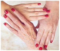 muttertag | mother's day mother's love | essie «a list» | hands photography | lackschwarz |