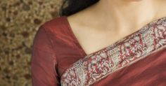 ¿De qué están hechos los puntos en la frente de los hindúes?. Las mujeres en India que practican el hinduismo llevan un punto rojo en la frente para indicar el matrimonio y mostrar su estatus social. Cuando una mujer india entra en la casa de su marido, ella lleva adornos, incluyendo un punto rojo en la frente. Las mujeres también pueden usar un bindi como parte de su actitud religiosa. Los santos hombres ...