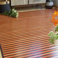 Alfombra de bambú rayada en tonos naturales