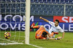 Marco Parolo of SS Lazio scores a second goal  during the Serie A match between UC Sampdoria and SS Lazio at Stadio Luigi Ferraris on December 10, 2016 in Genoa, Italy.