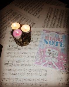 L'ho creato perché avevo bisogno di qualcosa che riuscisse a tenermi al passo con il blog. Il mio piano editoriale si chiama #BlogNote Tea Lights, Blog, Candles, Tea Light Candles, Blogging, Candy, Candle Sticks, Candle