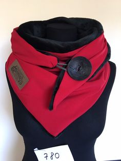 Wrap scarf red black with XXL button and flannel fleece / triangle cloth XXL / delimade Snood Scarf, Diy Scarf, Hooded Scarf, Scarf Wrap, Diy Clothing, Clothing Patterns, Sewing Scarves, Mode Steampunk, Couture Sewing