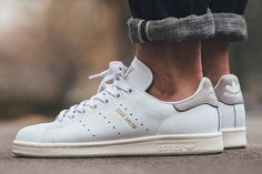 Adidas Stan Smith, Stan Smith Tennis, Stan Smith Grey, Sam Smith, Sneakers Outfit Work, Best Sneakers, Sneakers Fashion, Adidas Running Shoes, Adidas Shoes