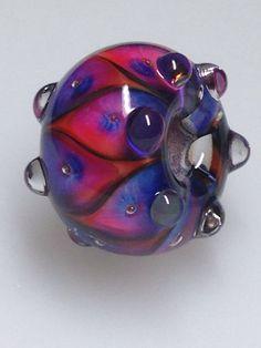 Dancing Fuchsia handmade glass bead by www.moonlight-jewellery.com