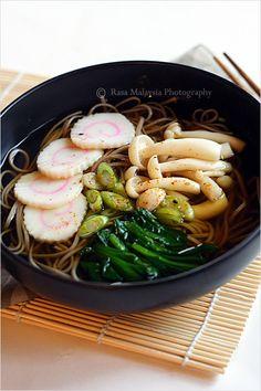 "Soba (Japanese Buckwheat Noodle) recipe - I made soba or Japanese buckwheat noodle soup, topped with my favorite Japanese fish cake ""naruto"" , boiled spinach, and some buna shimeji mushrooms. | rasamalaysia.com"