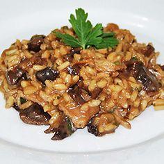 Esta é uma opção perfeita para refeições fáceis de fazer e de impressionar. Não tem erro, siga o passo a passo e se delicie!!!Ingredientes1 ½ xícara de arroz arbóreo (dê preferência para as m...