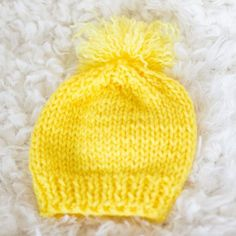 knit baby hat for beginners - Free knitting pattern. Beginners pattern to knit a baby hat, for a newborn and for a 3/6 months old.