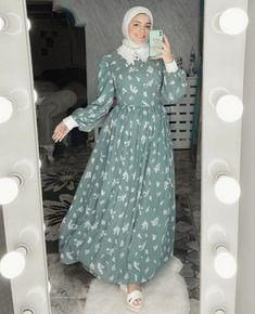 Pakistani Fashion Casual, Arab Fashion, Islamic Fashion, Muslim Fashion, Skirt Fashion, Fashion Dresses, Dresses For Hijab, Hijab Fashion Inspiration, Style Inspiration