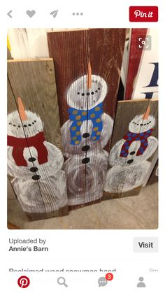 Reclaimed wood snowman hand painted at Annie's Bsrn. I like how you can see the wood through the snowman body. Pallet Christmas, Christmas Signs, Outdoor Christmas, Christmas Snowman, Rustic Christmas, Christmas Projects, Winter Christmas, Christmas Decorations, Wood Snowman