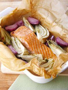 Sütőpapírban sült lazac édesköménnyel (1 főre) Just Eat It, Cooking Recipes, Healthy Recipes, Fish And Seafood, Fish Recipes, Food Porn, Paleo, Food And Drink, Dishes