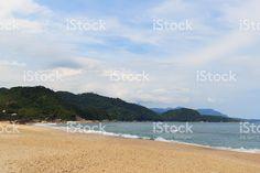 Vazio beach Praia de fóruns e montanhas, Trindade, Paraty, Brazi foto royalty-free